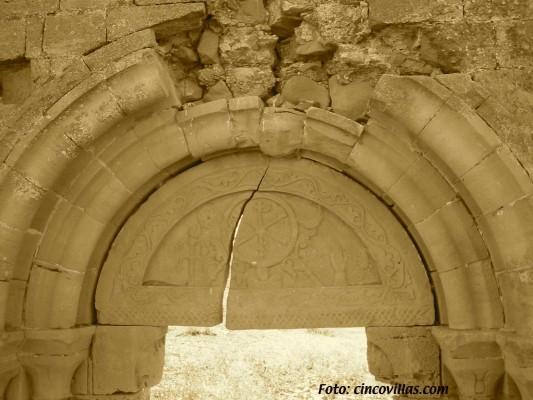 Crismon.-entrada-Iglesia.El-Bayo
